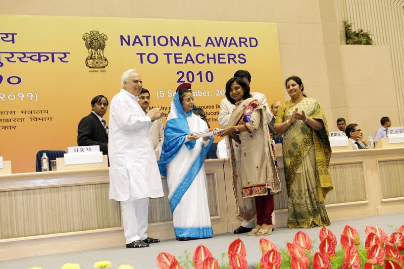 NeerjaJain Lect.in Eng receiving National Award from H'nble President of India